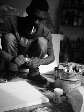 The Mauritanian artist Hamady in his workshop.